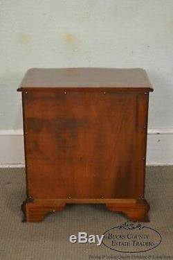 Councill Craftsmen Solid Mahogany Chippendale Style Serpentine Chest Nightstand