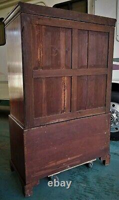 Georgian LINEN PRESS, concealed chest on chest, 18th c, England, best mahogany